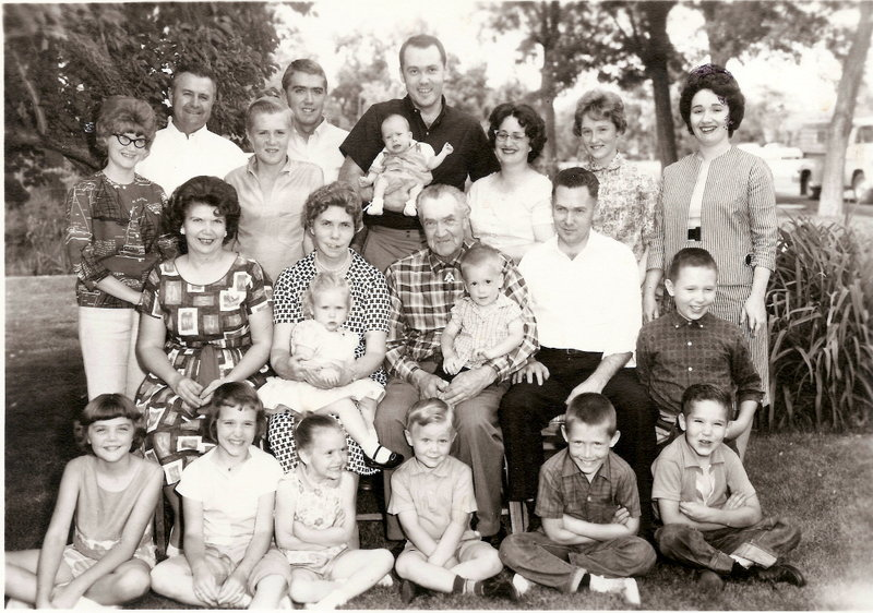 Frand___nada_family_and_grandchildren-2
